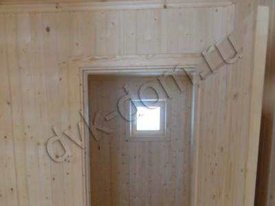 Дверь и окно в будущий санузел
